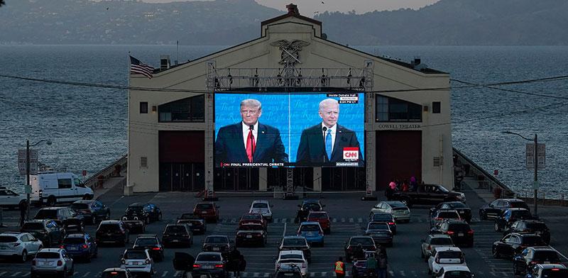 העימות בין ביידן לטראמפ משודר בדרייב־אין בסן פרנסיסקו / צילום: Jeff Chiu, Associated Press
