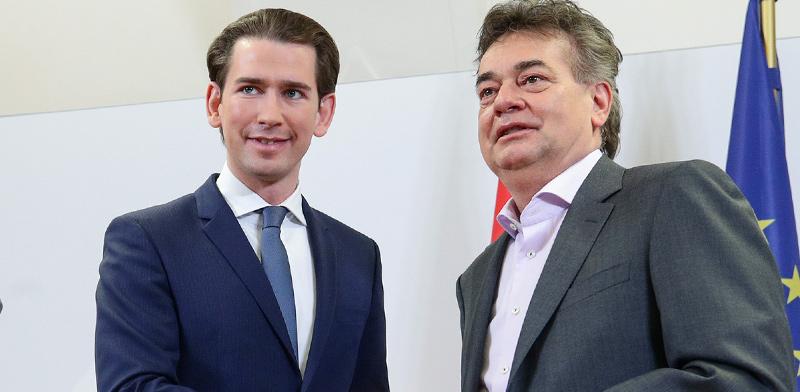 מנהיג המפלגה השמרנית באוסטריה, סבסטיאן קורץ, ועמיתו מהמפלגה הירוקה, ורנר קוגלר / צילום: Lisi Niesner, רויטרס
