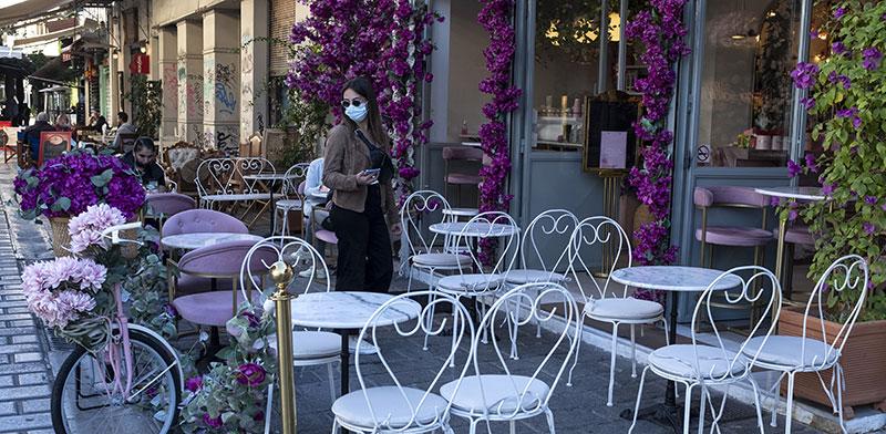 שדרה מרכזית באתונה, יוון. עלייה במספר חולי הקורונה / צילום: Yorgos Karahalis, Associated Press