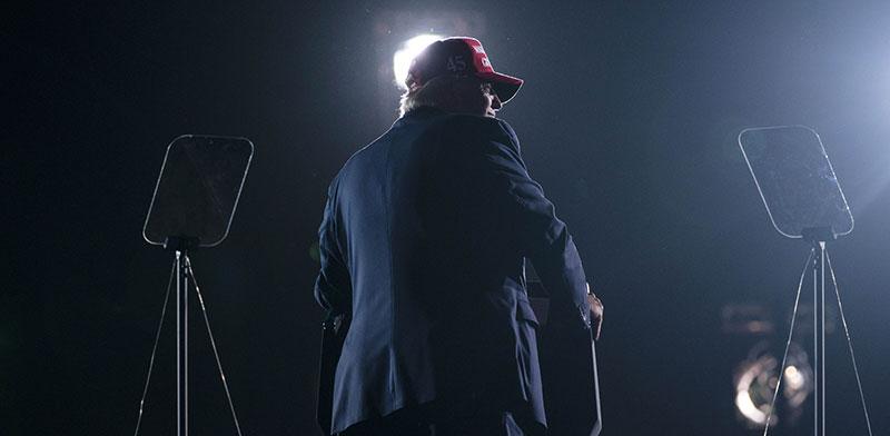 דונלד טראמפ בעצרת בפלורידה ביום ראשון לקראת חצות / צילום: Evan Vucci, Associated Press