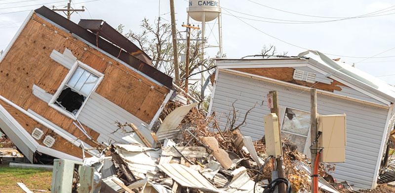 """נזקי הוריקן לורה בלוס אנג'לס באוגוסט. המודעות בארה""""ב לשינויי האקלים עלתה גם בגלל אסונות הטבע / צילום: רויטרס"""