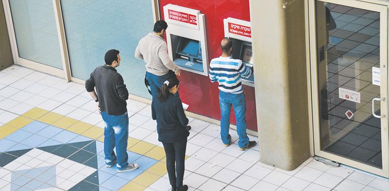 כספומט בנק הפועלים / צילום: תמר מצפי, גלובס
