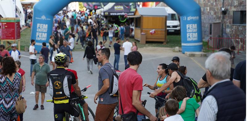 רוכבי אופניים בחירונה / צילום: shutterstock