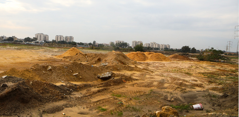 מגרש בצומת סביון / צילום: שלומי יוסף