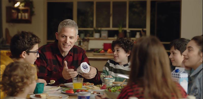 רשף לוי בפרסומת לקוטג' תנובה / צילום: יוטיוב