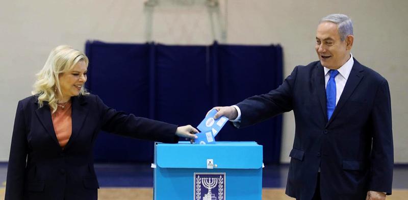 בנימין נתניהו בקלפי עם אשתו שרה, בחירות 2020 / צילום: הליכוד