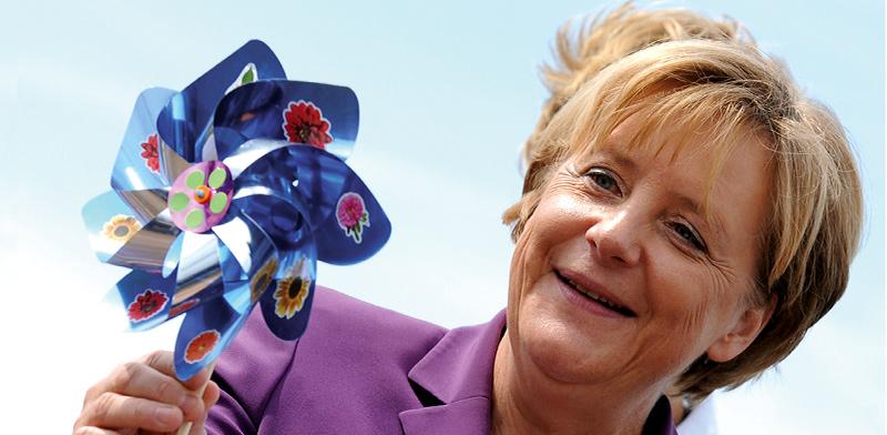 קנצלרית גרמניה אנגלה מרקל בביקור בפארק טורבינות בקרמפין / צילום: Gero Breloer, Associated Press