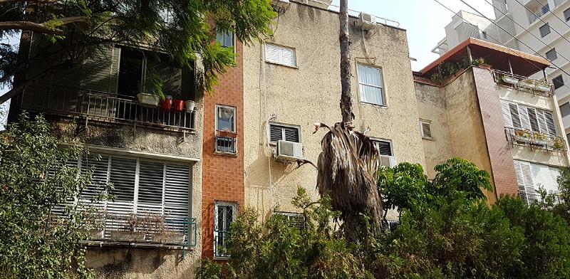 הבניין ברחוב בראשית 2 ברמת השרון. חיזוק מבנים לא מכשיר עבריינות / צילום: איל יצהר, גלובס