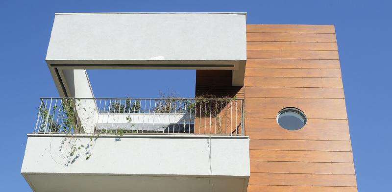 המבנה שנבנה בגבעתיים ושכולל שתי יחידות דיור / צילום: איל יצהר, גלובס