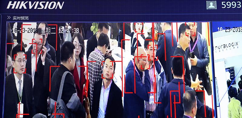 טכנולוגיית זיהוי פנים של חברת Hikvision הסינית / צילום: Ng Han Guan, Associated Press