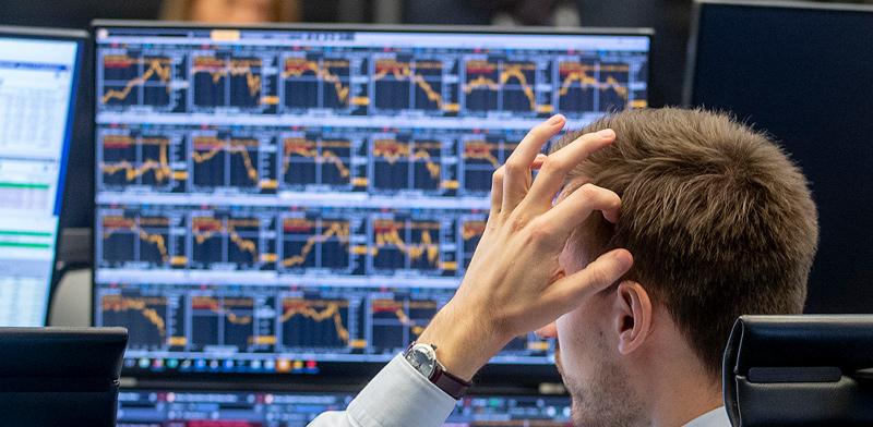 סוחר בבורסת פרנקפורט / צילום: Associated Press
