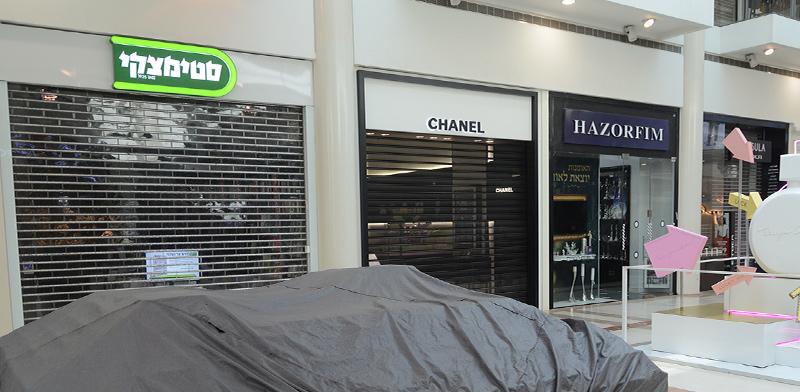 חנויות סגורות בקניון רמת-אביב בצל הקורונה / צילום: איל יצהר, גלובס