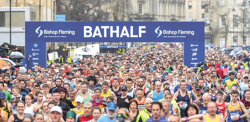 מרתון בעיר באת' במחוז סומרסט בדרום מערב אנגליה, אתמול / צילום: Ben Birchall , Associated Press
