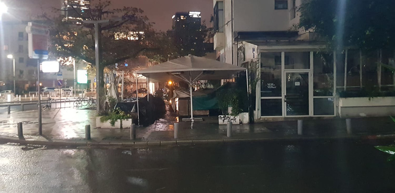 בתי עסק במרכז תל אביב סגורים לנוכח הנחיות משרד הבריאות בצל הקורונה / צילום: פביו טרופה