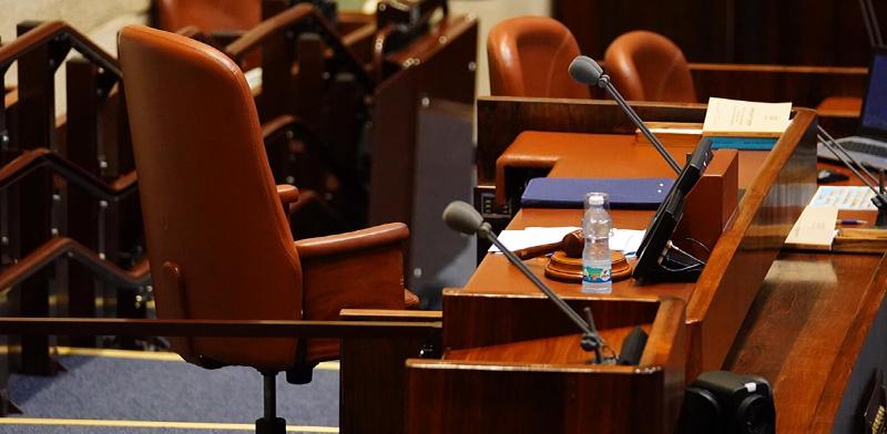 """הכיסא הריק של יו""""ר הכנסת, רגע לאחר שיולי אדלשטיין התפטר מתפקידו כיו""""ר הכנסת / צילום: עדינה ולמן, דוברות הכנסת"""