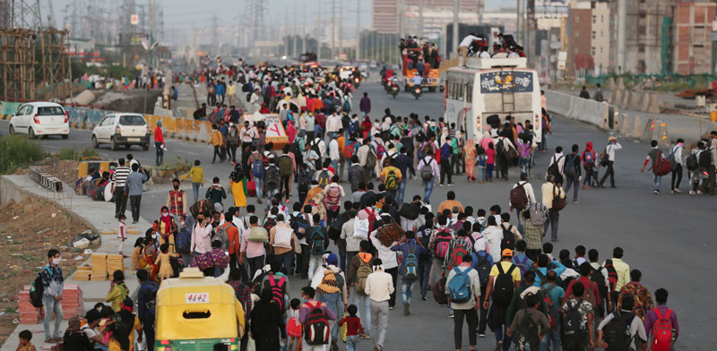 המונים צועדים בהודו / צילום: AP Altaf Qadri