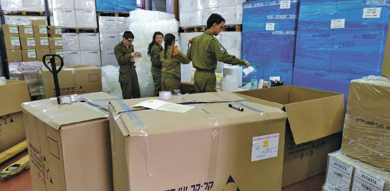 חיילים בפעילות של עמות יד לילד / צילום: יד לילד המיוחד