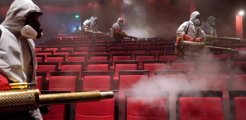 חיטוי של בית קולנוע בווהאן בסוף השבוע האחרון / צילום: Aly Song, רויטרס