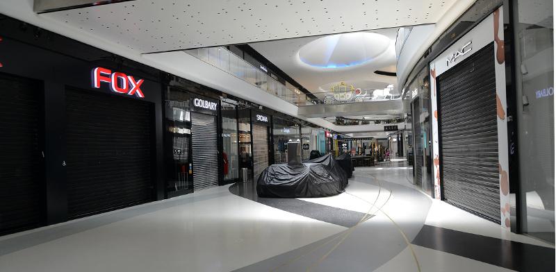 החנויות בקניון TLV, תל אביב, סגורות בצל נגיף הקורונה / צילום: איל יצהר, גלובס