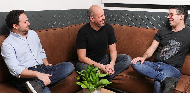 מימין: ברק שוסטר, גיא איזנקוט, עידן טנדלר / צילום: אייל מריליוס