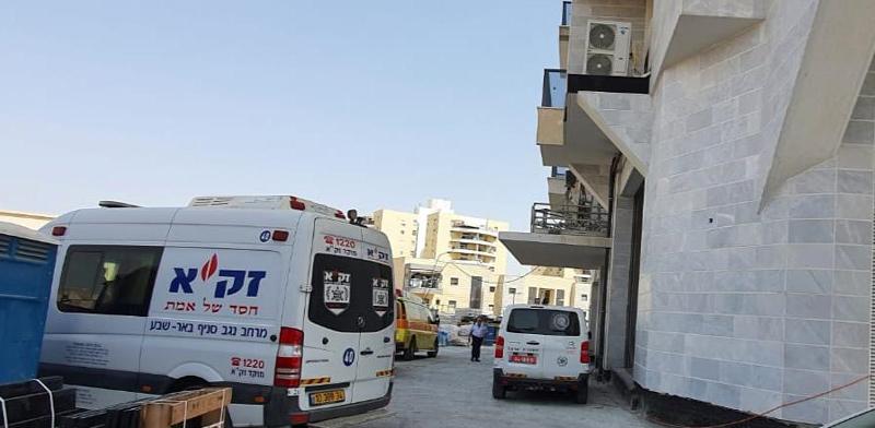 """אתר הבנייה ברחוב יוסף בורג בבאר-שבע שבו נהרג אתמול פועל בניין / צילום: זק""""א"""