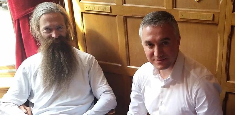 קמינסקי (מימין) וחוקר ההזדקנות הבריטי אוברי דה גריי / צילום: תמונה פרטית