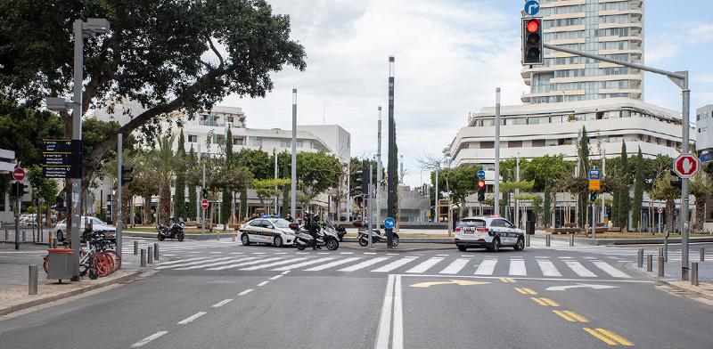 המשטרה פרוסה בצל הנחיות הממשלה למניעת התפשטות הקורונה. כיכר דיזנגוף, תל אביב / צילום: כדיה לוי, גלובס