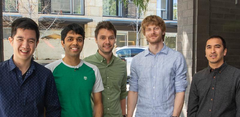צוות החוקרים של ענקית התוכנה סיילספורס, בראשם עומד ריצ'ארד זוכר (השני מימין) / צילום: סיילספורס