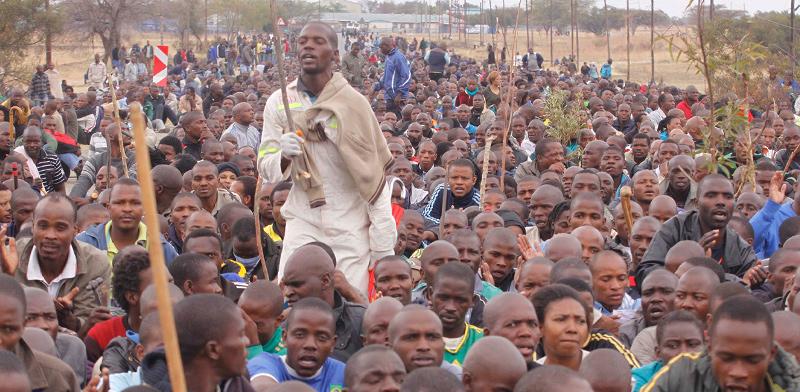 כורי פלטינום ופלדיום בדרום אפריקה. אי הוודאות בענף הרכב פוגעת אנושות במדינות הכורות  / צילום: Denis Farrell, Associated Press