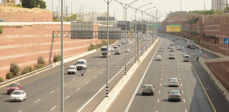 כביש 471 - בר אילן על הגשר של קרית אונו-פתח תקווה / צילום: איל יצהר, גלובס