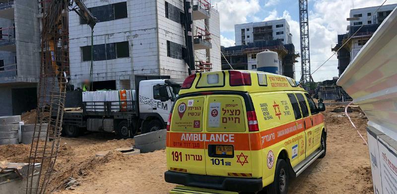 """תאונת בנייה קטלנית באור עקיבא / צילום: מד""""א"""