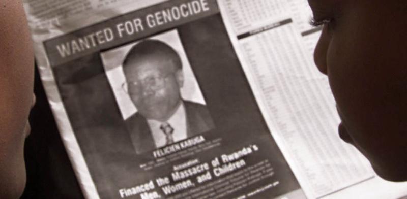 """מודעת """"מבוקש"""" של פליסיאן קבוגה שהיה אחראי למימון רצח העם ברואנדה / צילום: George Mulala, רויטרס"""