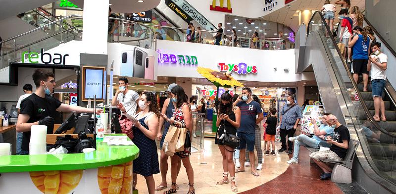 קונים בקניון דיזנגוף סנטר לאחר תקופת הסגר הממושכת / צילום: כדיה לוי, גלובס