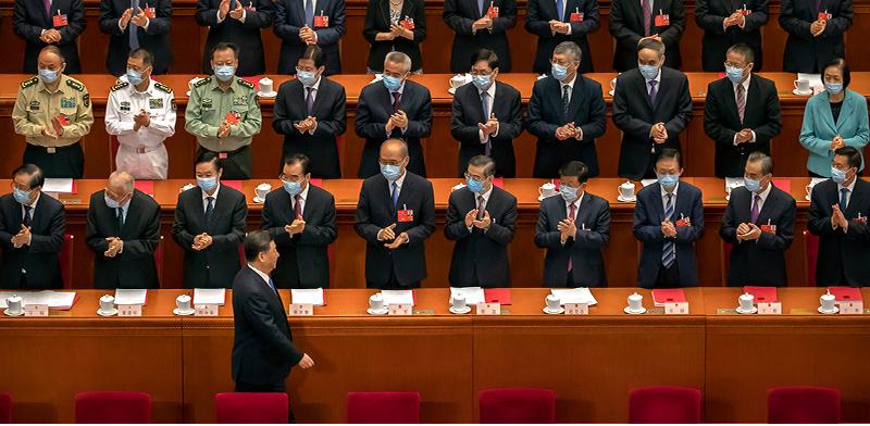 הפרלמנט הסיני מריע לנשיא שי ג'ינגפינג בהגיעו להצבעה על הגבלת האוטונומיה של הונג קונג, ב־28 במאי / צילום: Mark Schiefelbein, Associated Press
