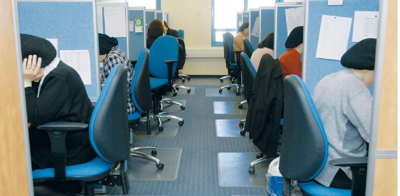 נשים שהועסקו ללא תלושים, לא יקבלו דמי אבטלה (למצולמות אין קשר לכתבה)  / צילום: תמר מצפי, גלובס