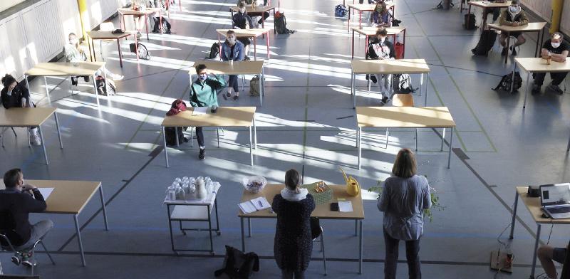 תיכון בגרמניה, בשבוע שעבר. באירופה יש כיתות גדולות יותר ומספר תלמידים קטן יותר / צילום: Bodo Schackow, Associated Press