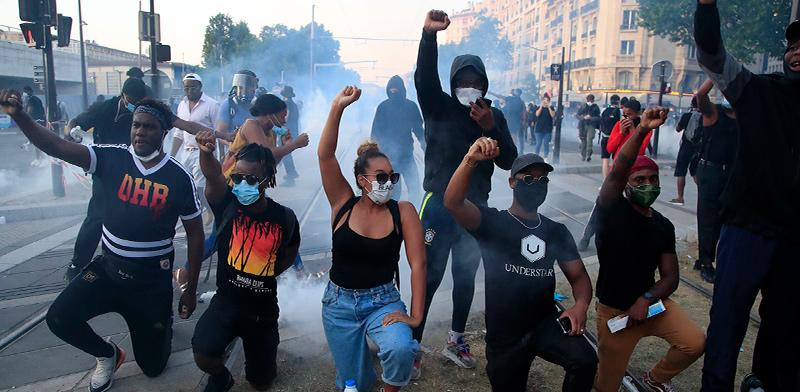 הפגנת סולידיריות בפריז בשלישי. אלפים רבים מחו ברחבי העולם / צילום: Michel Euler, Associated Press