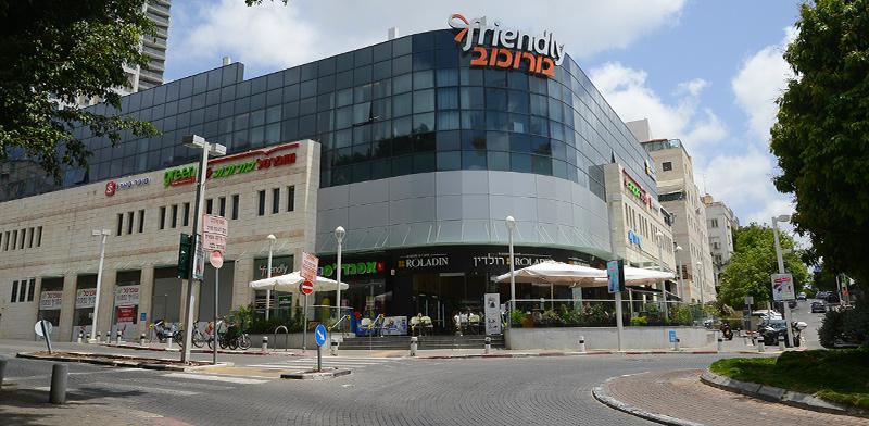 המרכז המסחרי של בורוכוב, גבעתיים / צילום: איל יצהר, גלובס