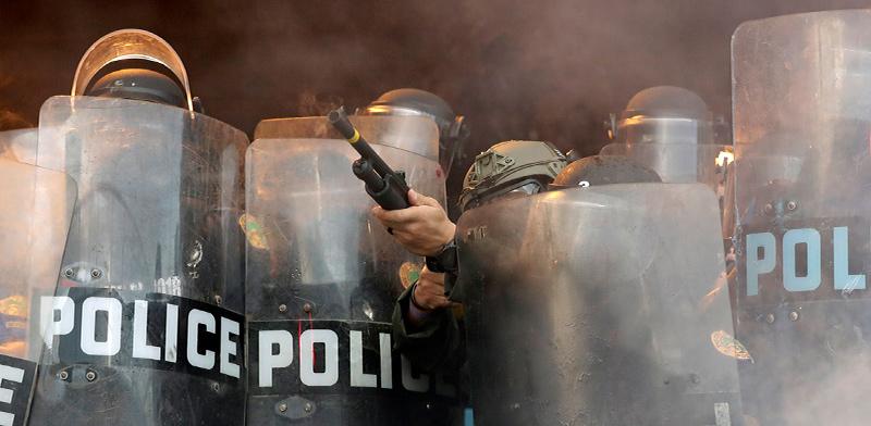 המשטרה במיאמי בהפגנות על מותו של ג'ורג' פלויד / צילום: Wilfredo Lee, Associated Press