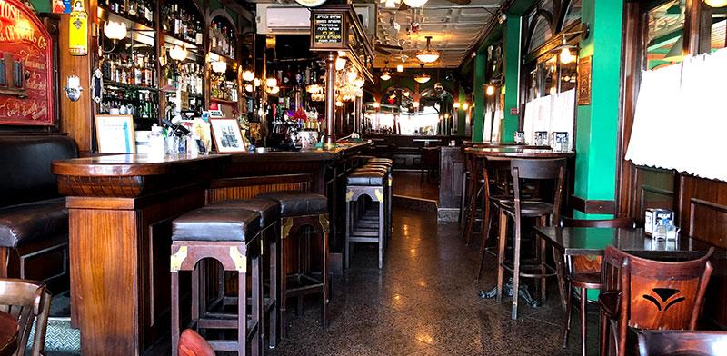 Empty bar in Tiberias  / Photo: Tal Schneider, Globes