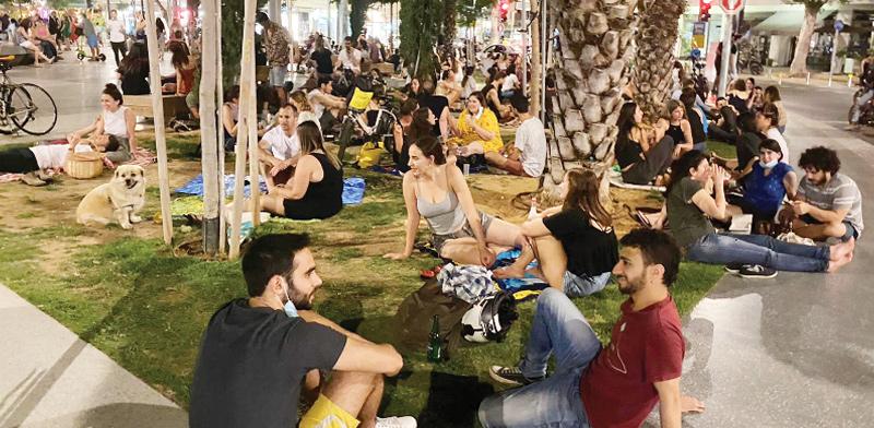 כיכר דיזנגוף בתל אביב. העיריית החלה בפיילוט ריסוס / צילום: בר לביא, גלובס