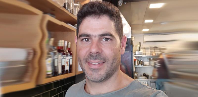 """נועם אמסלם, הבעלים של מסעדת החומוס """"יאנס"""" בתל-אביב / צילום: תמונה פרטית"""