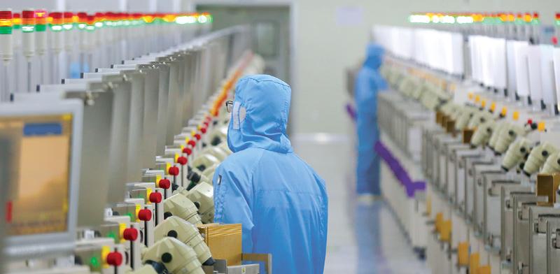 מעבדת שבבים בסין / צילום: רויטרס