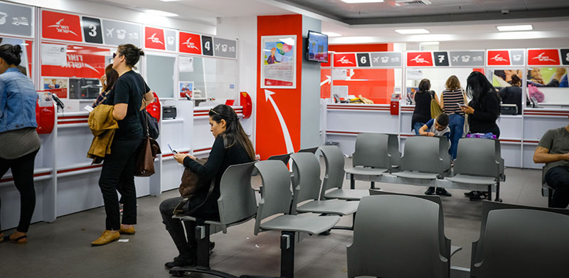 Waiting in the post office  / Photo: Shlomi Yosef , Globes