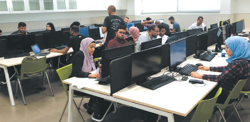 המשתתפים בתוכנית בוטקאמפ ללימודי תכנות לחברה הבדואית / צילום: עדי לוי סלמה
