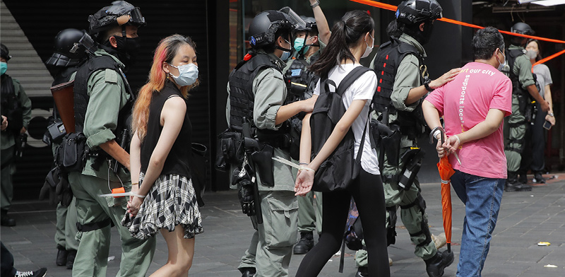 מעצר מפגינים בהונג קונג ברביעי לפי החוק החדש  / צילום: Kin Cheung, Associated Press