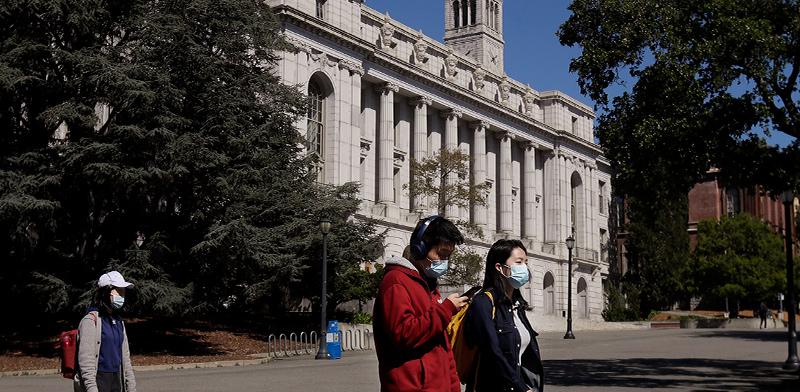 """אוני' ברקלי, קליפורניה. סטודנטים זרים לא יוכלו להשאר בארה""""ב אם האוניבריסטאות יעברו למתכונת מלאה של למידה מרחוק / צילום: Jeff Chiu, Associated Press"""