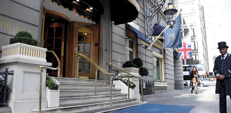 """מלון ריץ בלונדון. נמכר השנה לבעלים מקטאר ב־800 מיליון ליש""""ט / צילום: Toby Melville, רויטרס"""