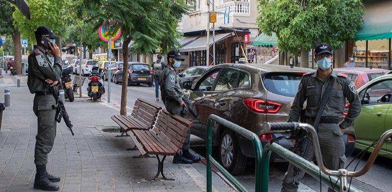 שוטרים אוכפים את הגבלות הקורונה / צילום: כדיה לוי, גלובס