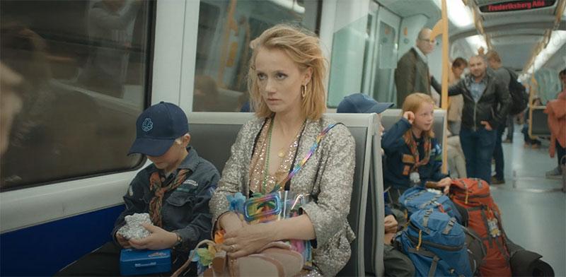 """קמפיין השקת קו הרכבת התחתית החדש של קופנהגן. """"למרבה המזל תוכל להמשיך בדרכך"""" / צילום: מתוך יוטיוב"""